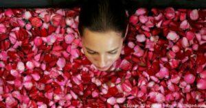 Ein Rosenbad hilft Spannung zu regulieren.